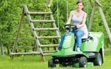 Manevringi, išsiskiriantys matomumu dirbant ir tikslūs R4 serijos Raider vejos pjovimo traktoriukai